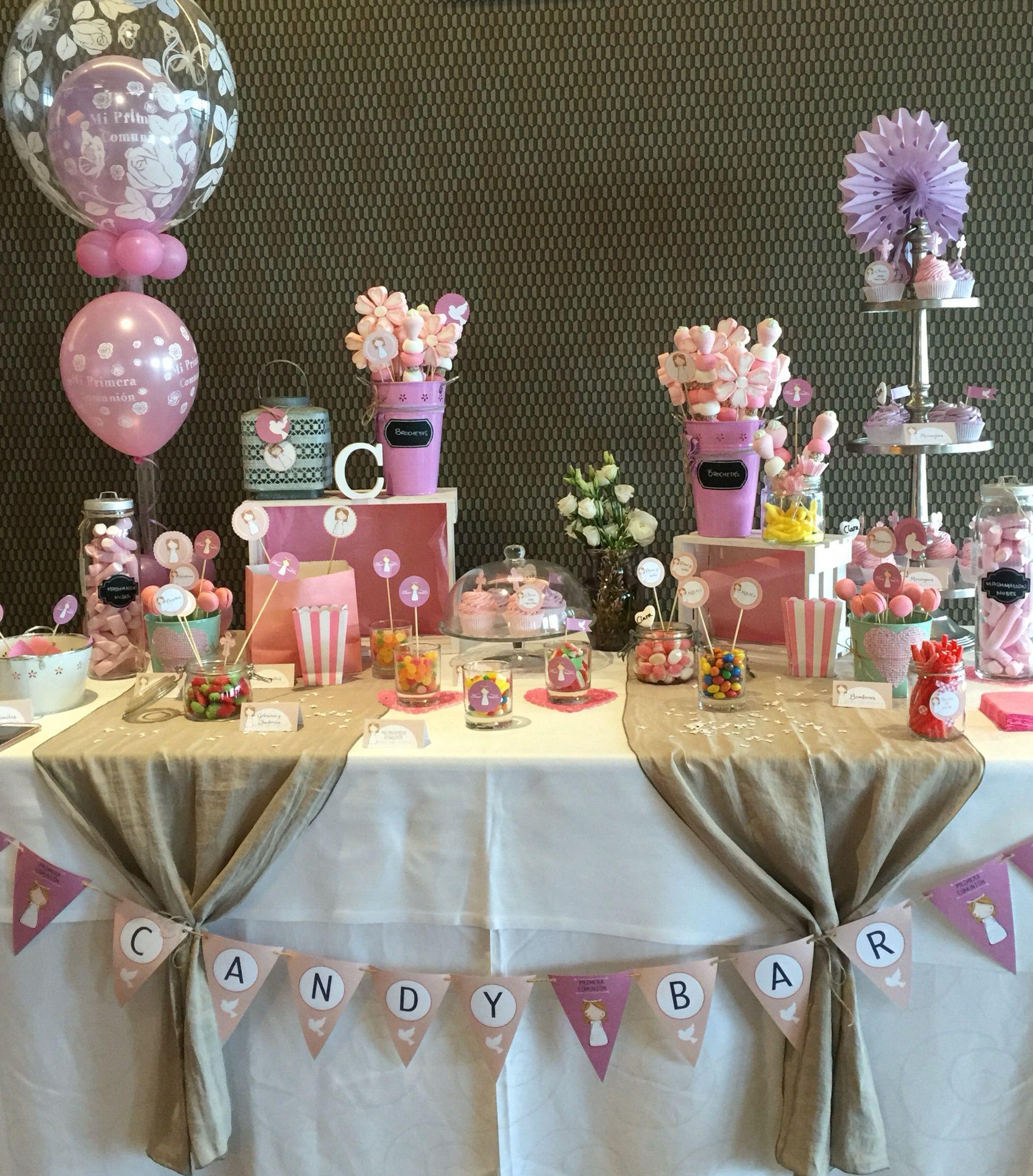 Mesa dulce de comuni n decorada con uno de los - Mesas para comuniones ...