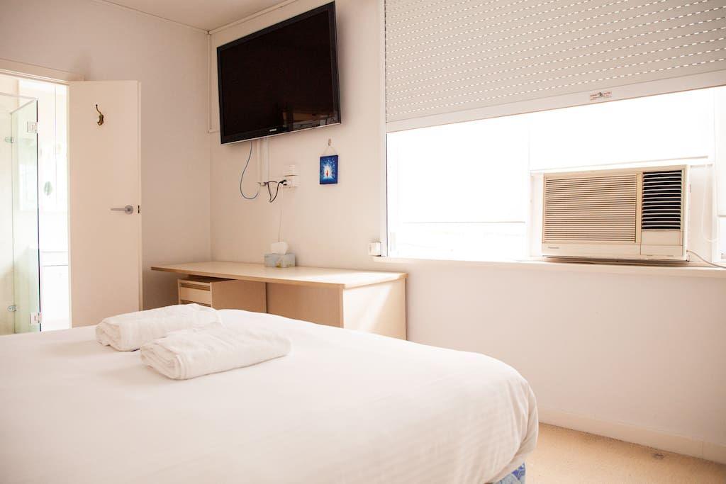 Astounding Large 3 Bedroom Apartment In Melbournes Toorak Home Interior And Landscaping Transignezvosmurscom