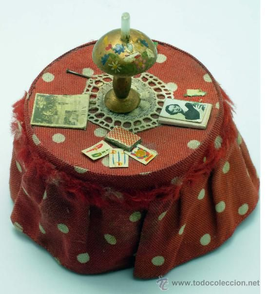 Mesa camilla caja para casa muñecas años 40 periódico baraja lámpara novela