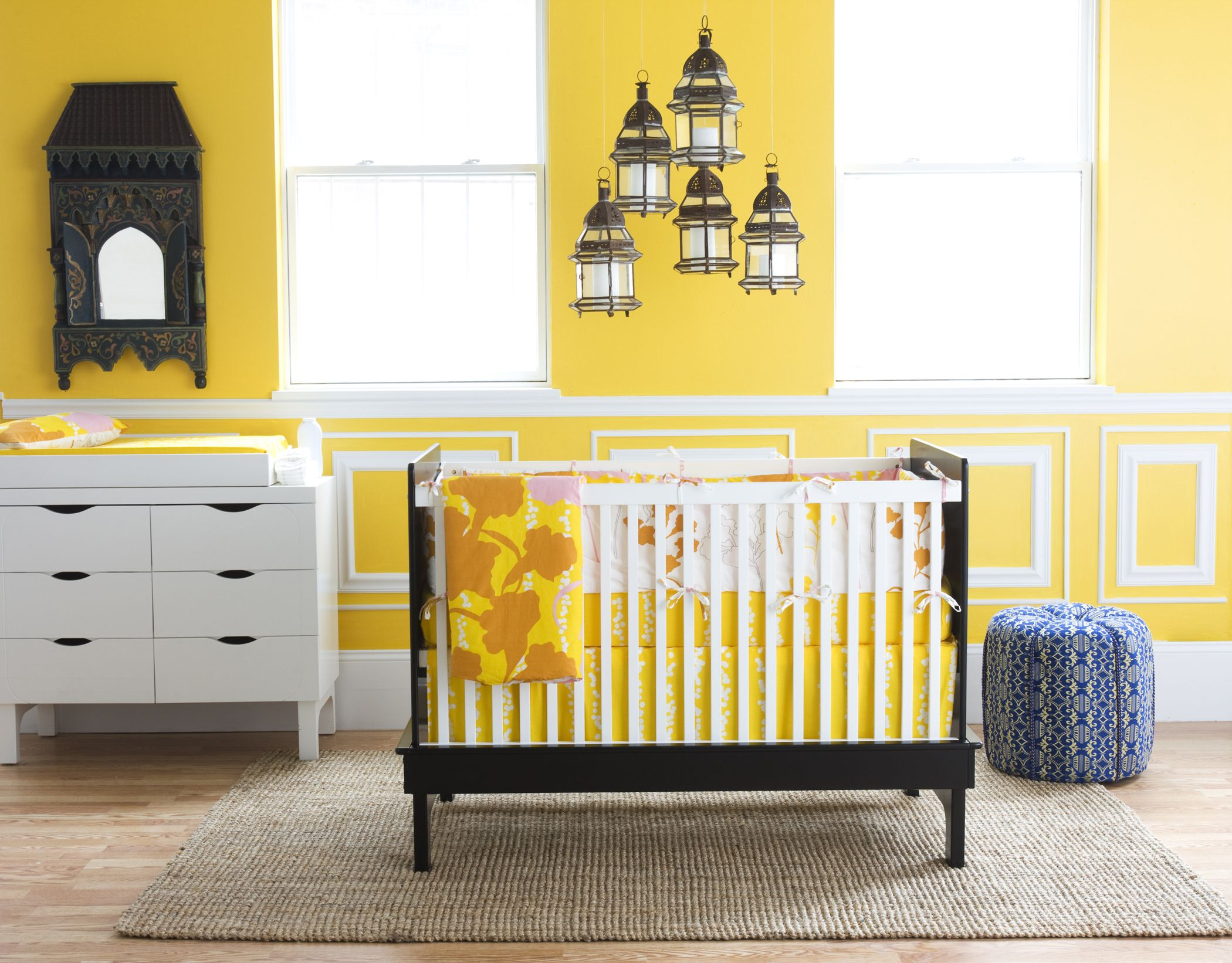 Argington Sahara Crib with Ginko Bedding and yellow walls ...