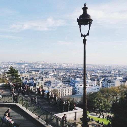 Looking back on a sunny day in Montmartre #paris  (à Montmartre)