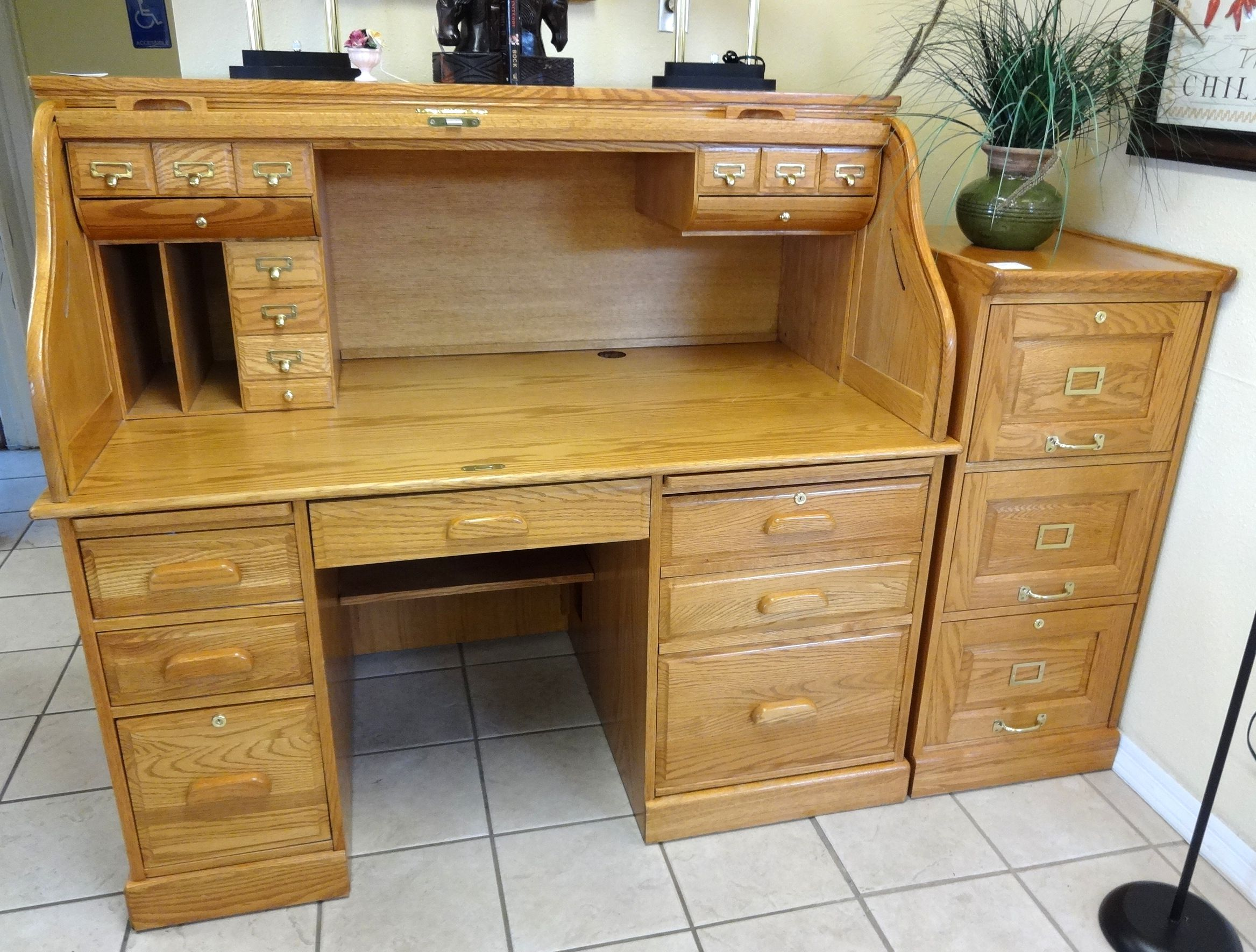 3066 Huge Roll Top Computer Desk By Winners Only Inc Tons Of Storage Including A Computer Tower Cabinet And Pull Out Keyboard Roll Top Desk Top Computer Desk