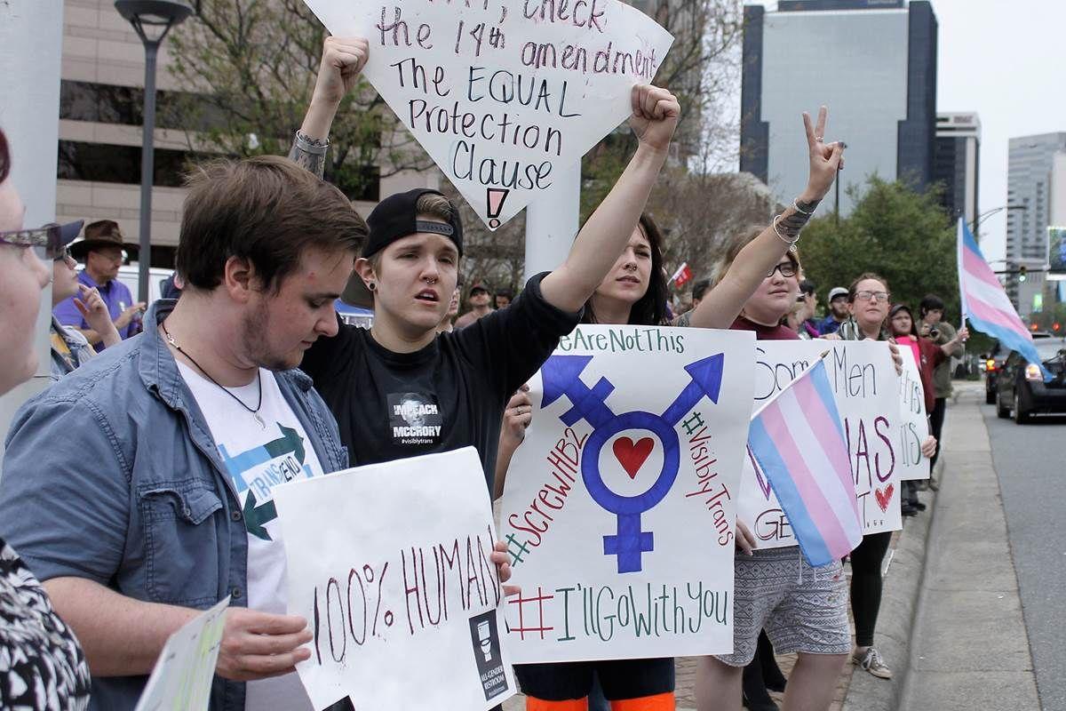 Britain Warns LGBT Tourists About North Carolina, Mississippi - NBC News