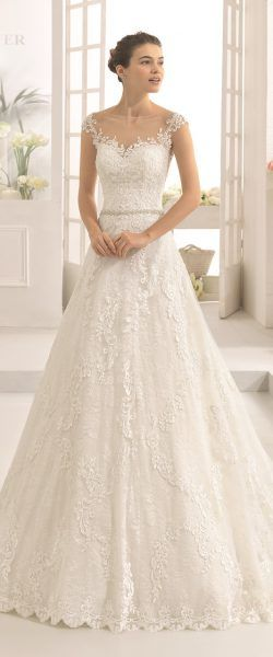 gefunden bei HAPPY BRAUTMODEN         Brautkleid Hochzeitskleid elegant edel spanisch Aire Barcelona AireBarcelona fließender Rock Spitze #rosaspitzenkleider
