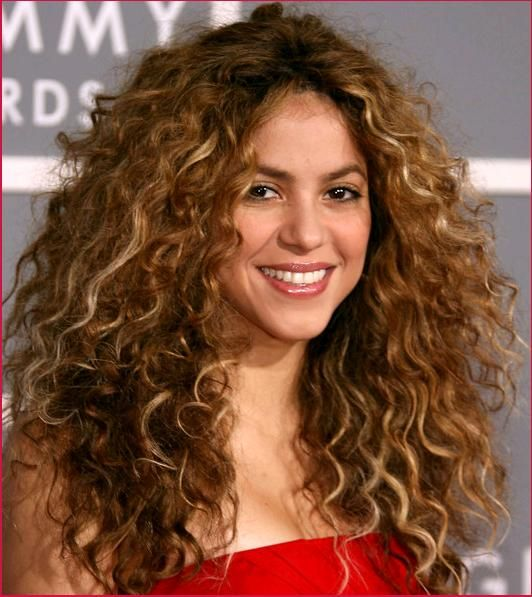 Celebrity Curly Hairstyles The Products You Need To Achieve - Scrunch hair hair styling tips