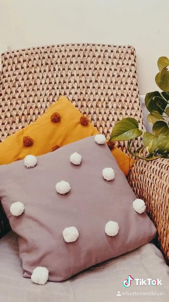 DIY pompom cushion