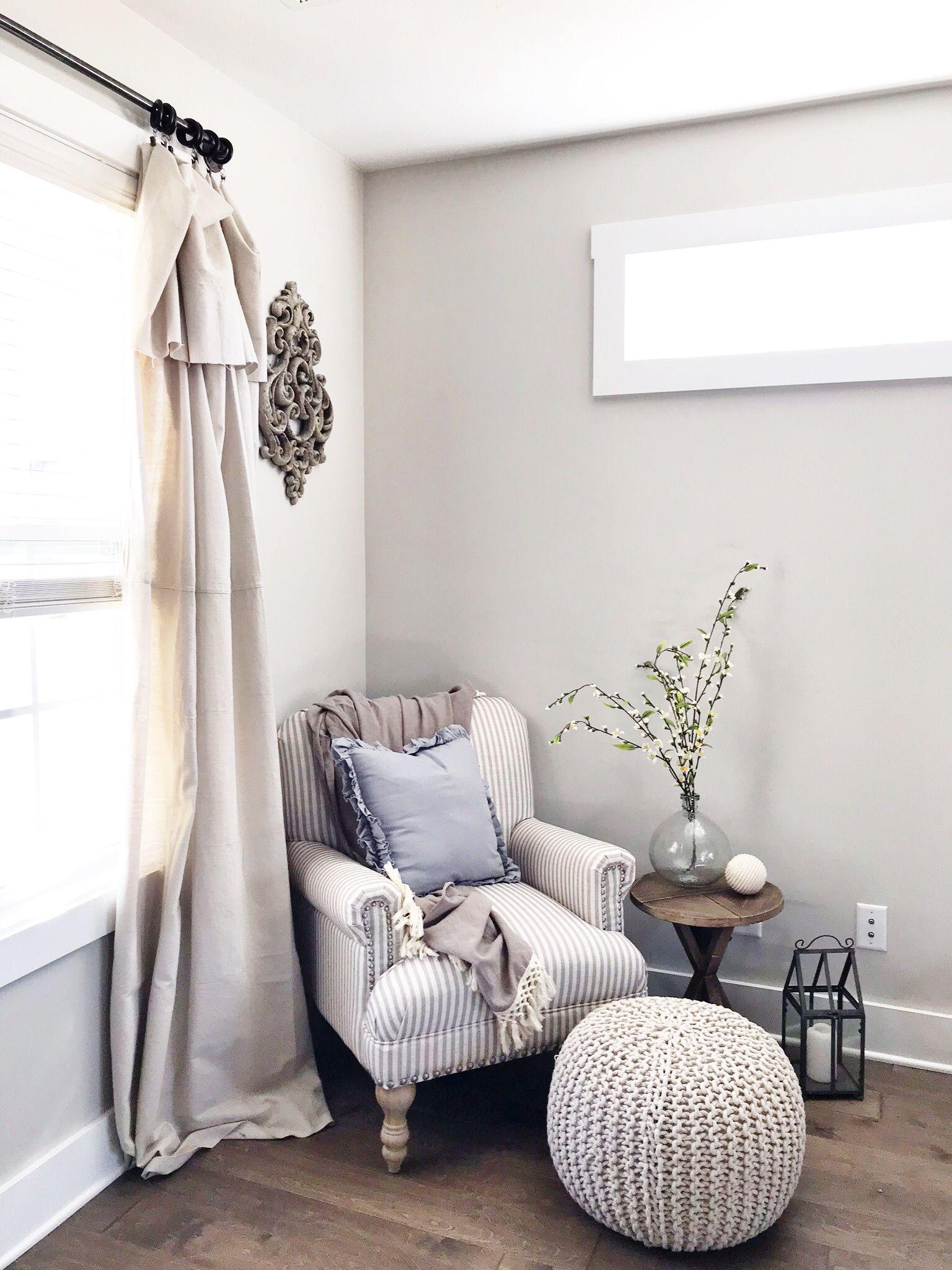 Bashir armchair Modern farmhouse Shabby chic living room | Family ...