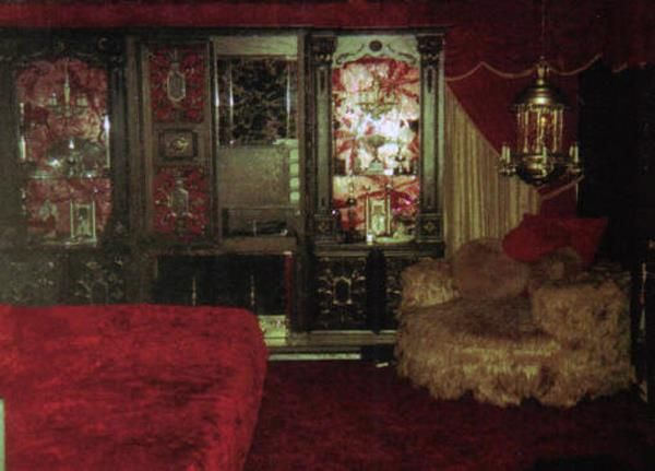 Elvis Bedroom 1977 I Guess Since No One Has Never Seen The