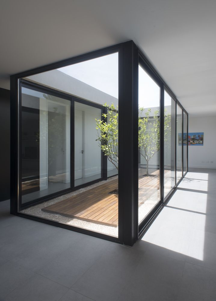 Gallery Of House 2lh Luciano Kruk 10 Atrium House House Cladding Indoor Courtyard