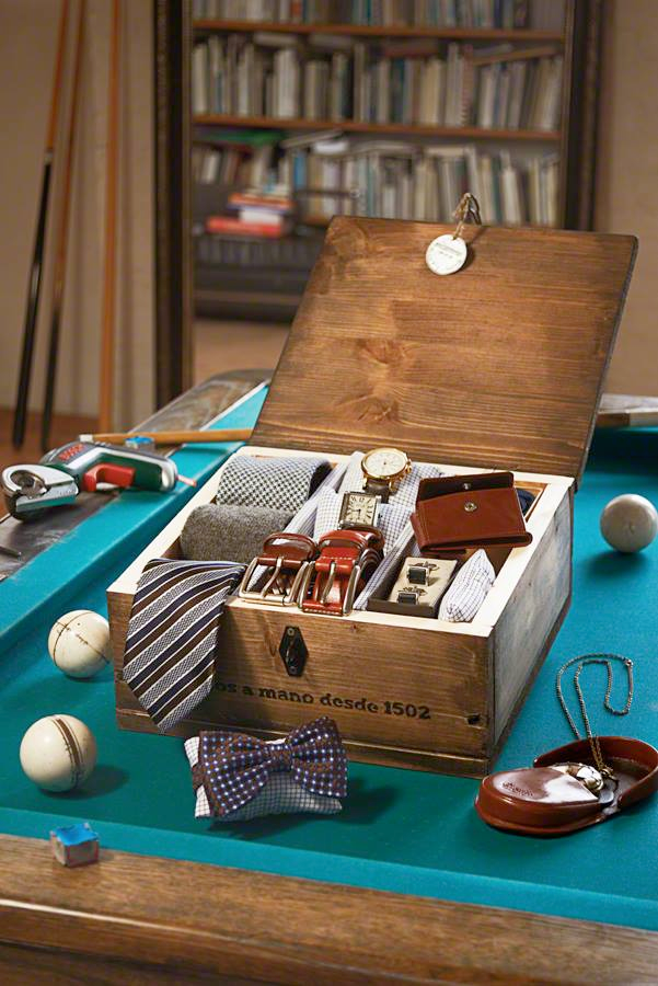 Vintage A classic gift that also keeps things tidy This self made accessory box will