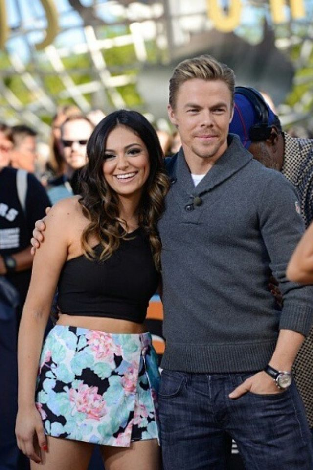 Youtuber Dancer Bethany Mota And Her Dwts Partner Derek Hough At The Extra Event In Los Angeles California On Nov Dancing With The Stars Derek Hough Hough