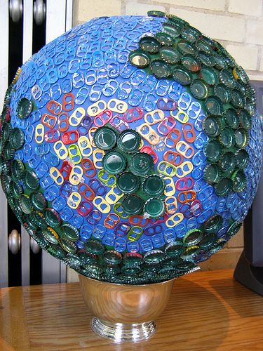 Pop tab and bottle cap globe looks pretty cool wonder for Can beer bottle caps be recycled