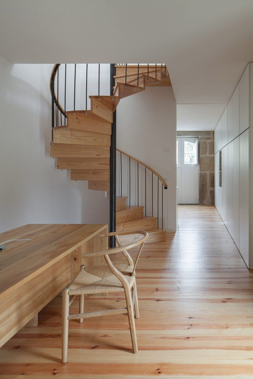 Best Feitais House By José Lobo Almeida Staircase In Living 400 x 300