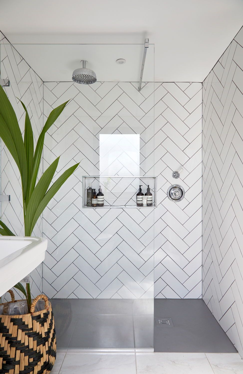White Chevron tiling in shower. Glass panels with black frame? #loftconversions