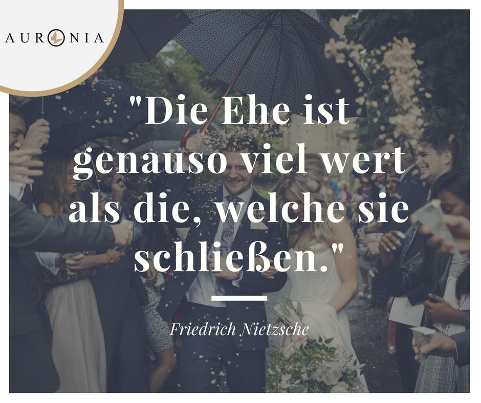 Zitat Von Friedrich Wilhelm Nietzsche Die Ehe Ist Genau So Viel Wert Als Die Welche Sie Schliessen Spruche Liebe Hochzeit Zitate Spruche Schone Zitate