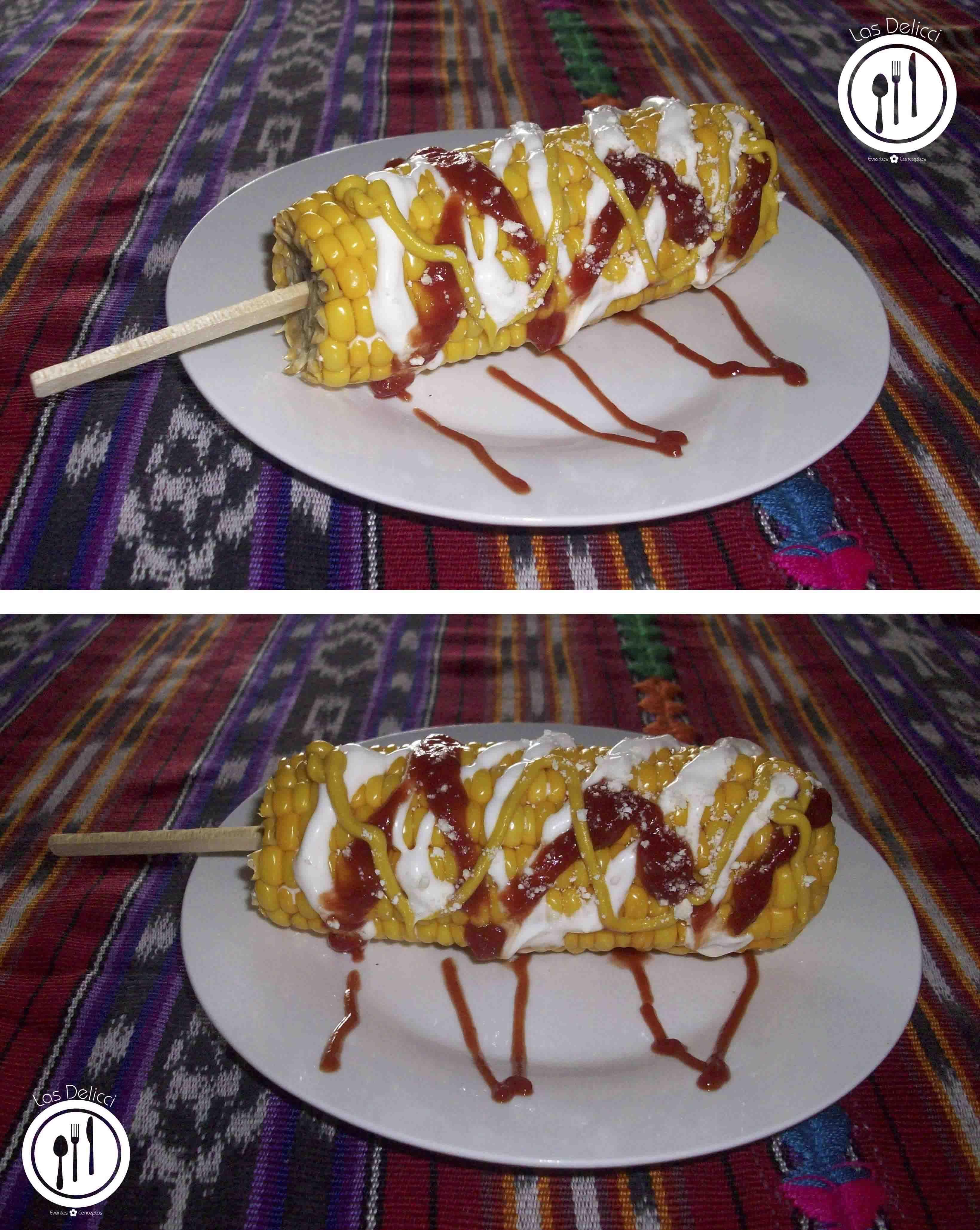 Elote loco: Una delicia guatemalteca que se acostumbra a disfrutar en ferias alrededor de nuestro hermoso país. Preparación: Se pelan los elotes y se  cocinan enteros en agua y sal. Al estar cocidos se coloca un palito en uno de los extremos de cada uno para poderlo sujetar. Luego se procede a aderezarlo con un toque de mayonesa, salsa ketchuo o salsa dulce y mostaza. Por último se espolvorea de delicioso queso seco. Mmm... una delicia!