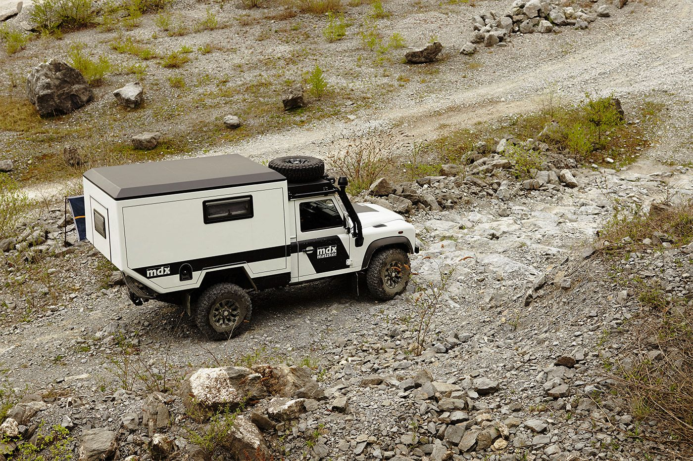 defender mdx das expeditionsfahrzeug reisemobil off road. Black Bedroom Furniture Sets. Home Design Ideas
