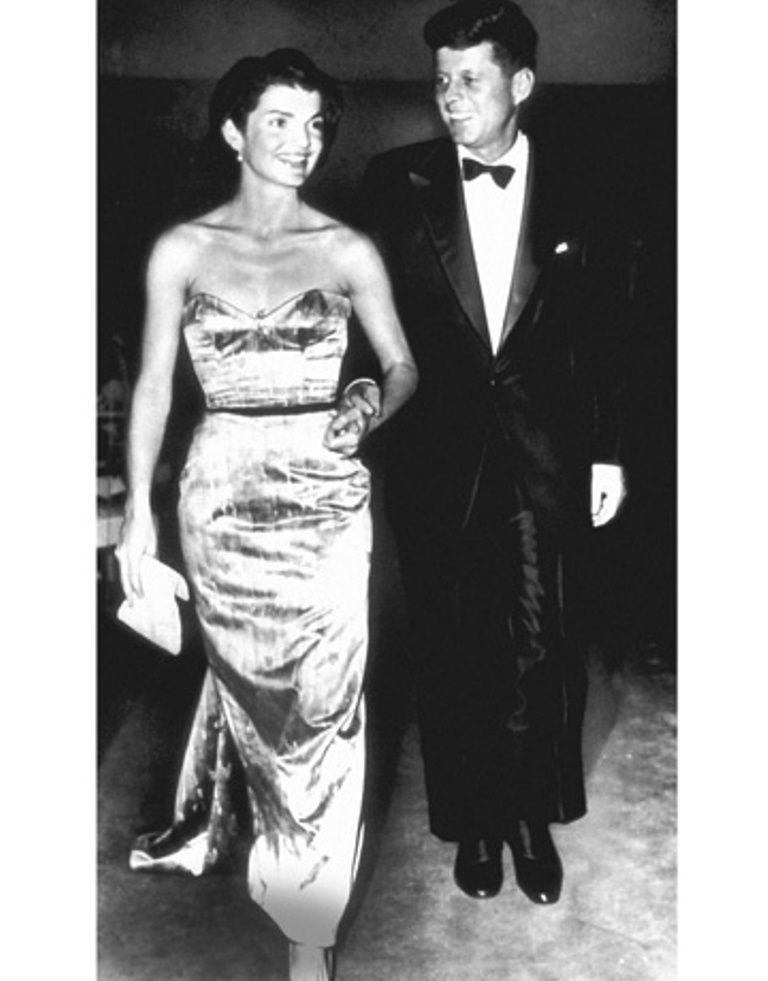 "GLAMOUR (photo courtesy of Harper's Bazaar). ♡❤❤❤♡❤♡❤❤❤♡ First Lady Mrs ~~Jacqueline Lee (Bouvier) Kennedy Onassis ""Jackie"" (July 28, 1929 – May 19, 1994). President .John Fitzgerald Kennedy (May 29, 1917 – November 22, 1963)      ❤❤❤ ❤❤❤❤❤❤❤ http://en.wikipedia.org/wiki/John_F._Kennedy   http://en.wikipedia.org/wiki/Jacqueline_Kennedy_Onassis"