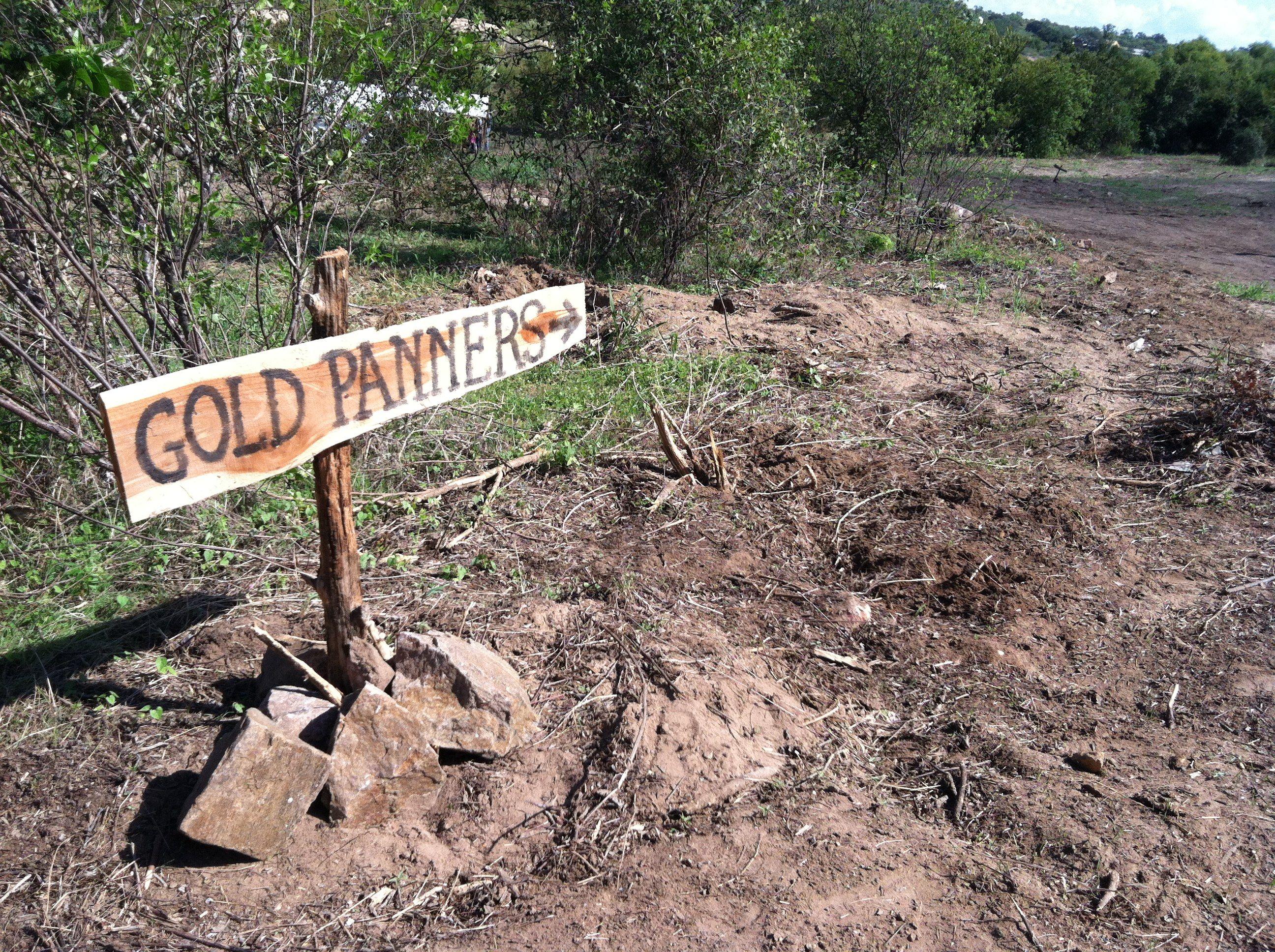 Gold panning the Llano RIver #Texas   Family Fun in Llano