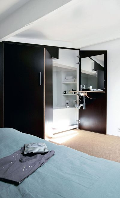 Astuces pour petits espaces : salle de bains dans un placard, cuisine camouflée... - CôtéMaison.fr