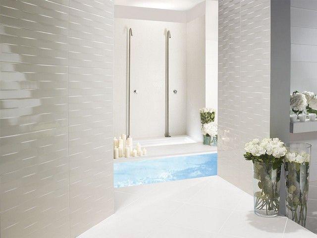 Rivestimento bagno moderno con decoro ad onde idee per la casa