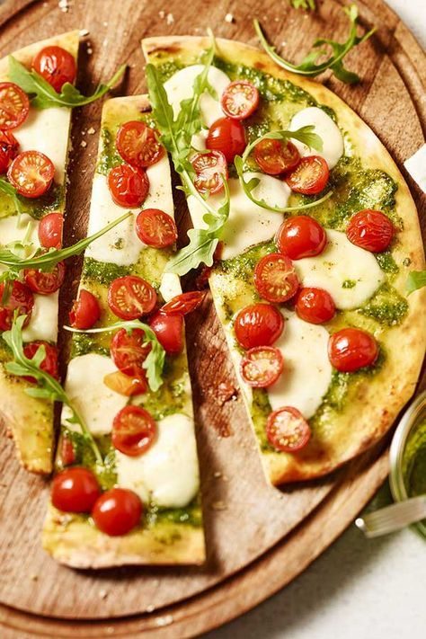Photo of Pesto pizza with tomato and arugula | maggi.de