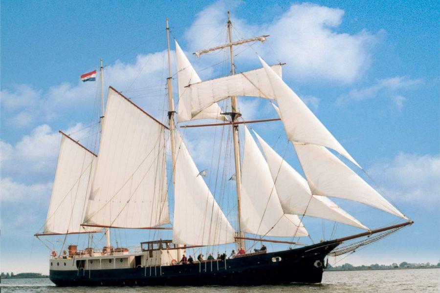 Admiraal van Kinsbergen NAUPAR - officieel deelnemend schip SAIL Amsterdam 2015
