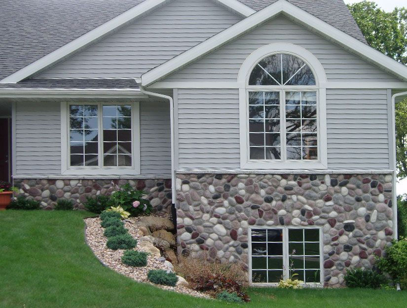 Wisconsin River Rock Applied To A Home Love The Look Of The Veneer Vinyl Siding Together Rock Siding House Designs Exterior River Rock