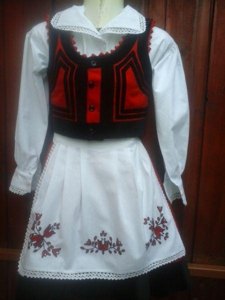 7547e262ff Székelyudvarhelyi kislány viselet | Nepviselet | Cheer skirts ...