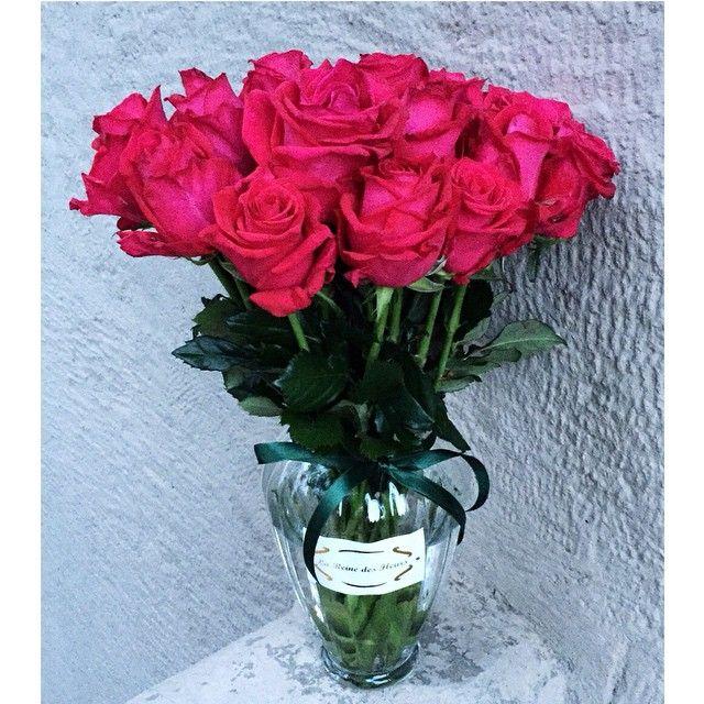 Pink roses in vase by La Reine des Fleurs