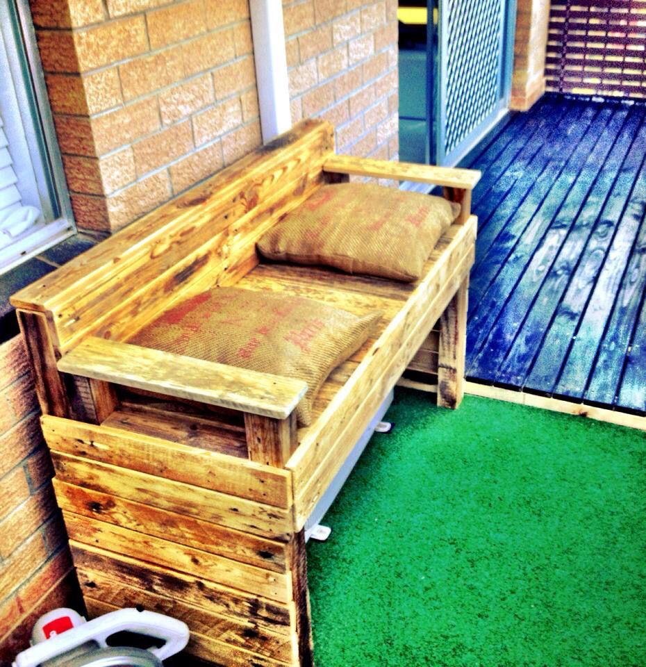 Arredo Giardino In Pallet pallet bench to cover air conditioner unit on balcony | air