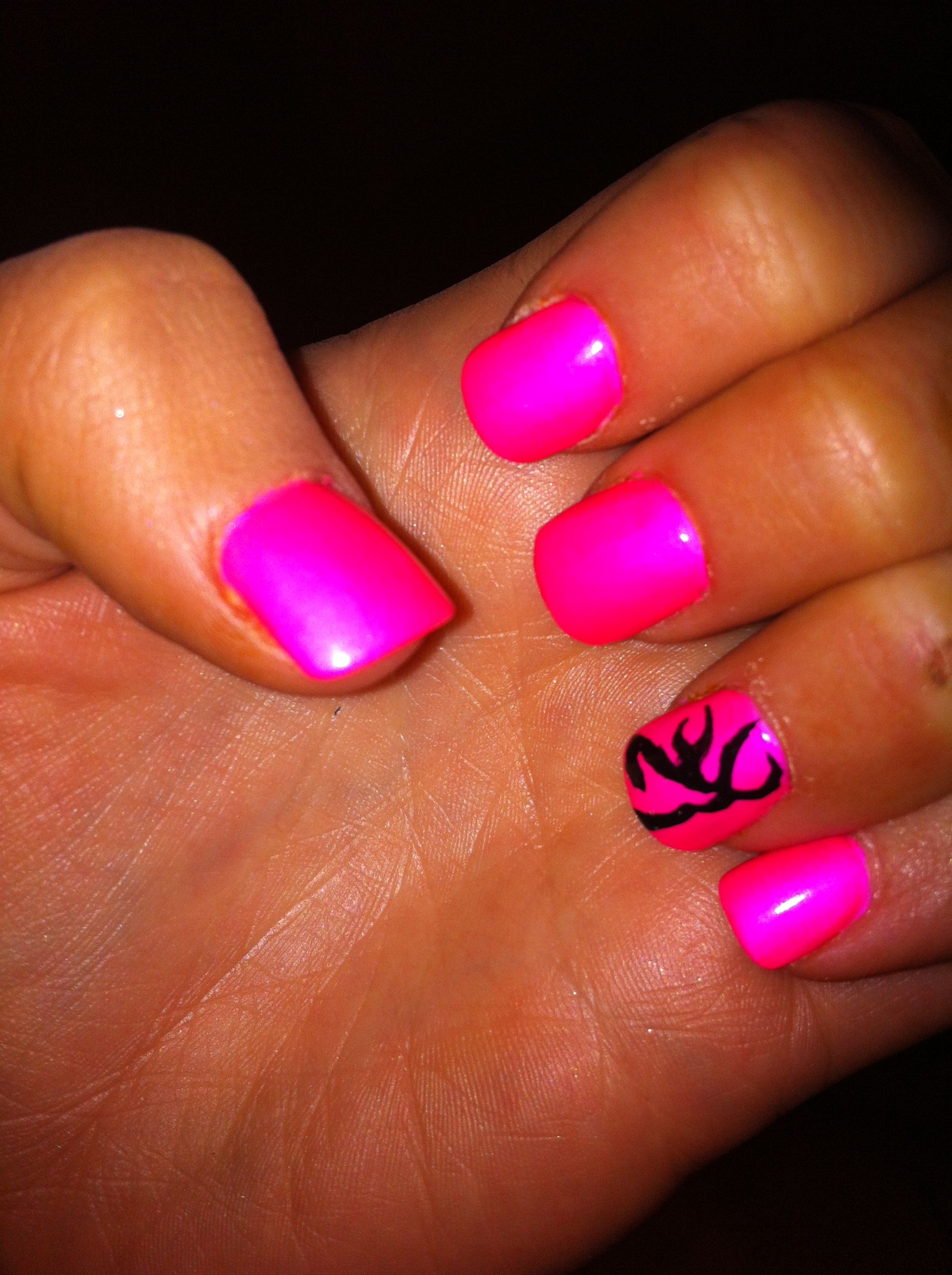 love the hot pink with browning signs!!!! | nail | pinterest