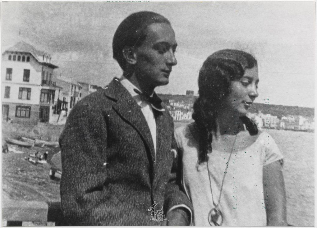 salvador dali s childhood Xxx by salvador dali  salvador dali biography  dali spent his childhood between figueres and the family summer home in the coastal fishing village of.