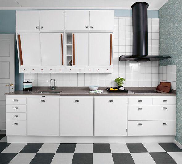 Viimeistele 50-luvun tyyli yksityiskohdilla ja ajan tyyliin sopivalla keittiöllä. Deko vastaa lukijoiden kysymyksiin retrotyylistä.Kvänumin Retro-keittiöön voi valita aitoja 50-luvun värisävyn, Creann...