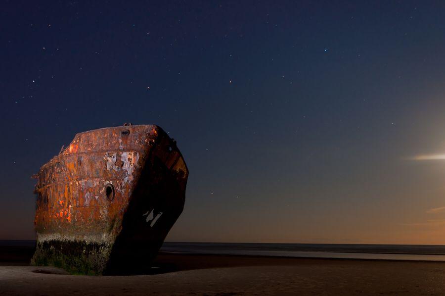 Shipwreck and stars