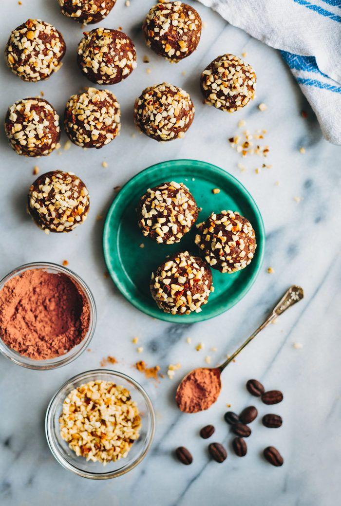 Chocolate date balls / Chokladbollar med dadlar - Evelinas Ekologiska