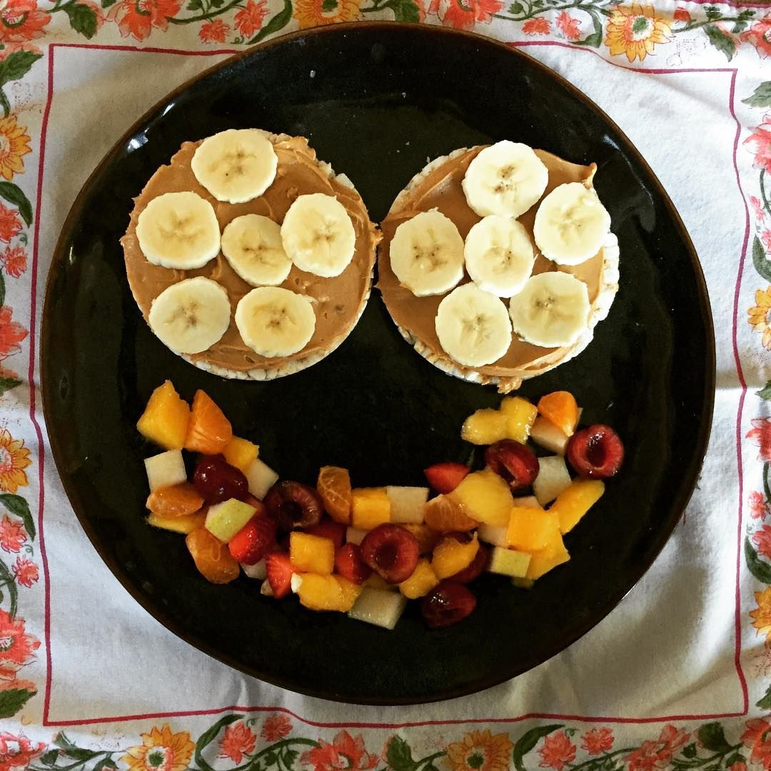 Ble breakfast rice cakes peanut butter and fruit salad