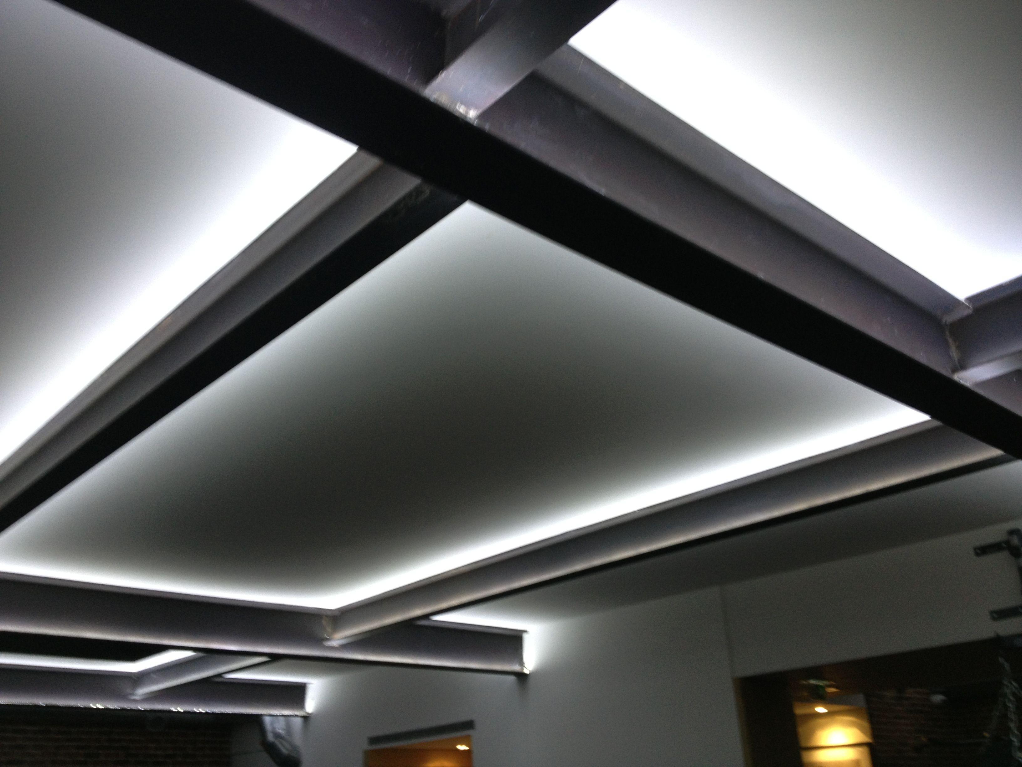 plafond poutre led lifestyle house pinterest poutres plafond et led. Black Bedroom Furniture Sets. Home Design Ideas