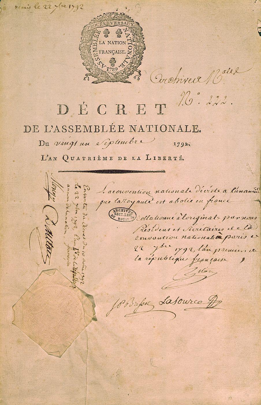 Décret du 21/09/1792 sur l'abolition de la monarchie, signé par Brissot, Lasource, Pétion, Monge et Danton.