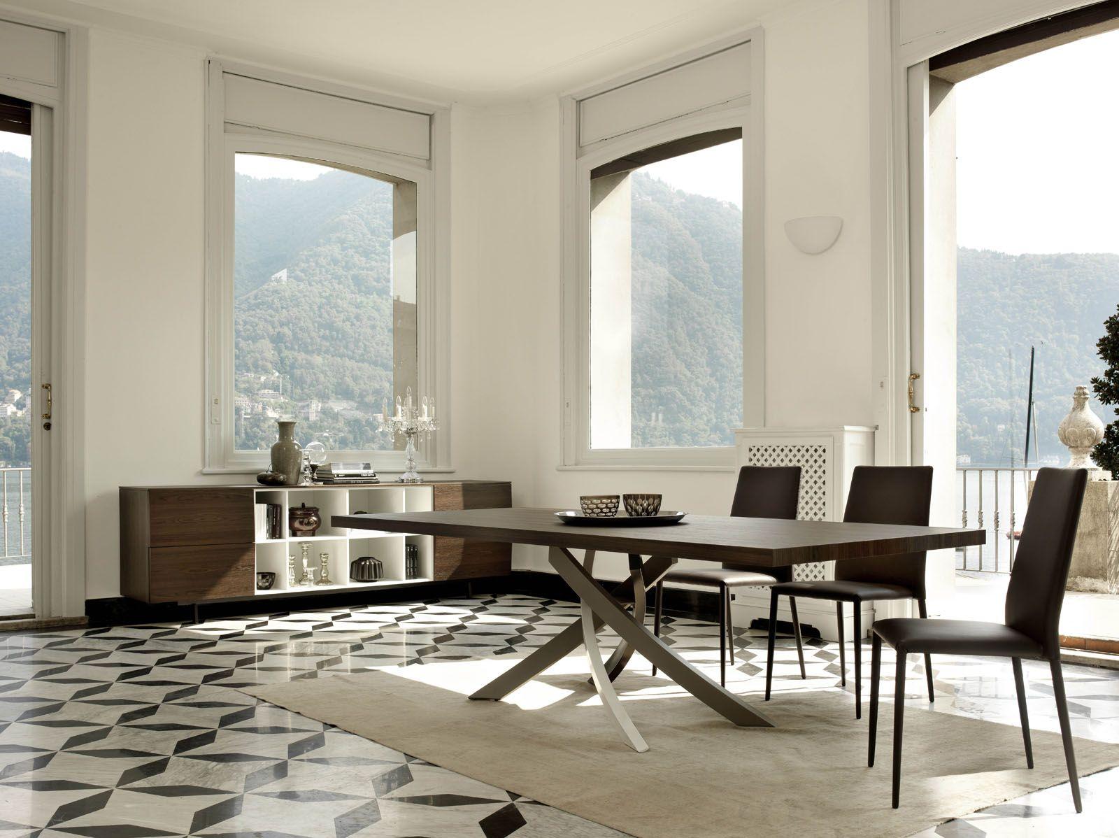 Artistico il tavolo intrecciato struttura attorcigliata in
