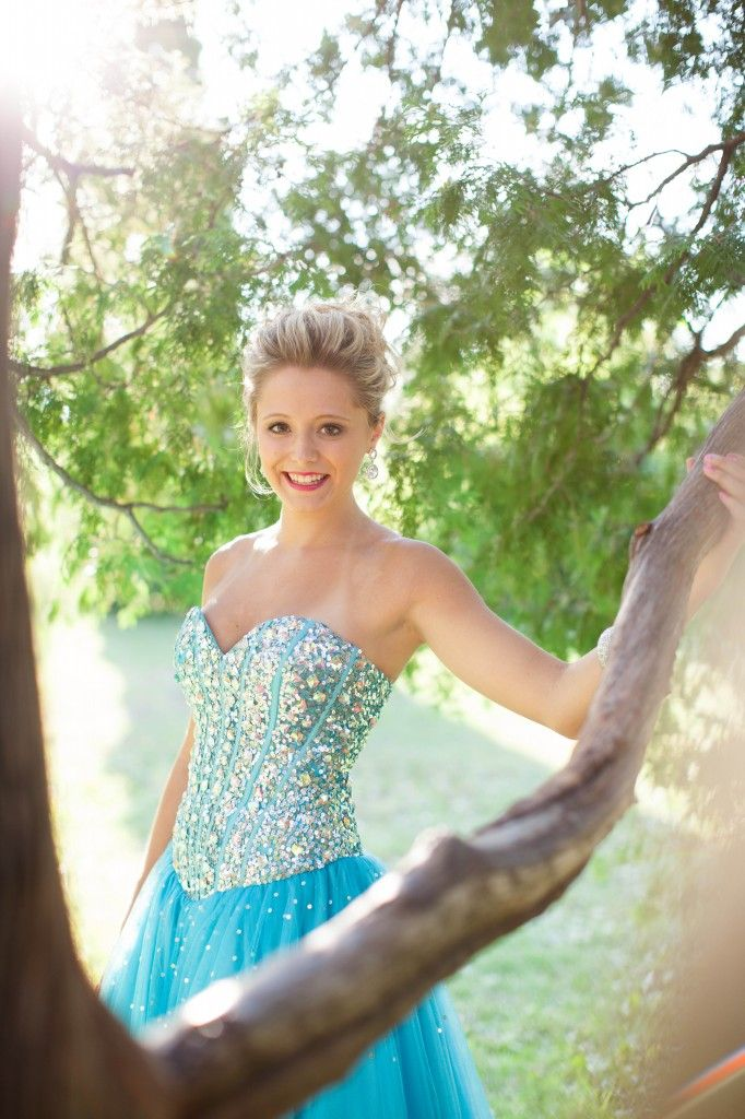 Hottest Prom Trends: The Benefits of Professional Prom Photography
