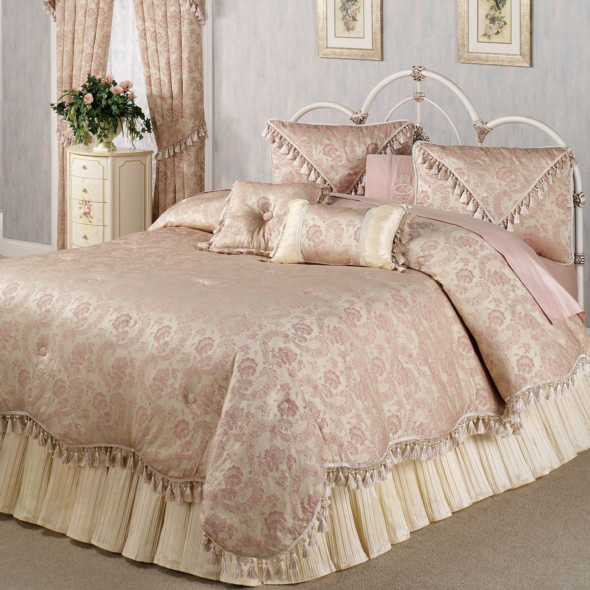 Chambery Romantic Fringed Queen forter Bedding