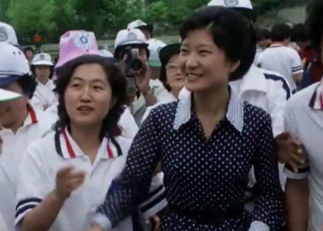 El gran escándalo de tráfico de influencias entre la presidenta Park Geun-hye y una tal Choi Soon-sil, un vídeo sobre el miedo de los coreanos a los extranjeros, y más noticias.