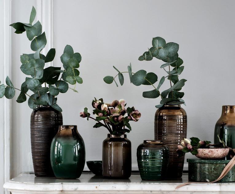 vasen in dunklen farben plant dekoration dekorieren vase. Black Bedroom Furniture Sets. Home Design Ideas