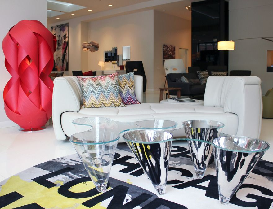 Mobili Mobel - Offers contemporary furniture and accessories, as ...