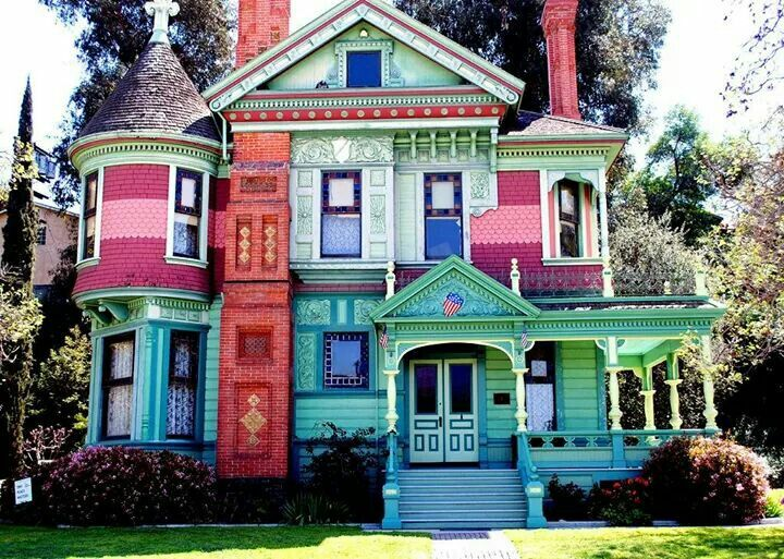 Colorful Victorian House!!! Bebe\'!!! Awesome Gingerbread Trim ...