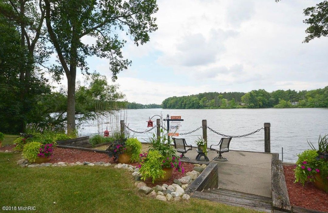 Lakefront sitting area, waterfront patio or deck | Outdoor ... on Waterfront Backyard Ideas id=61729