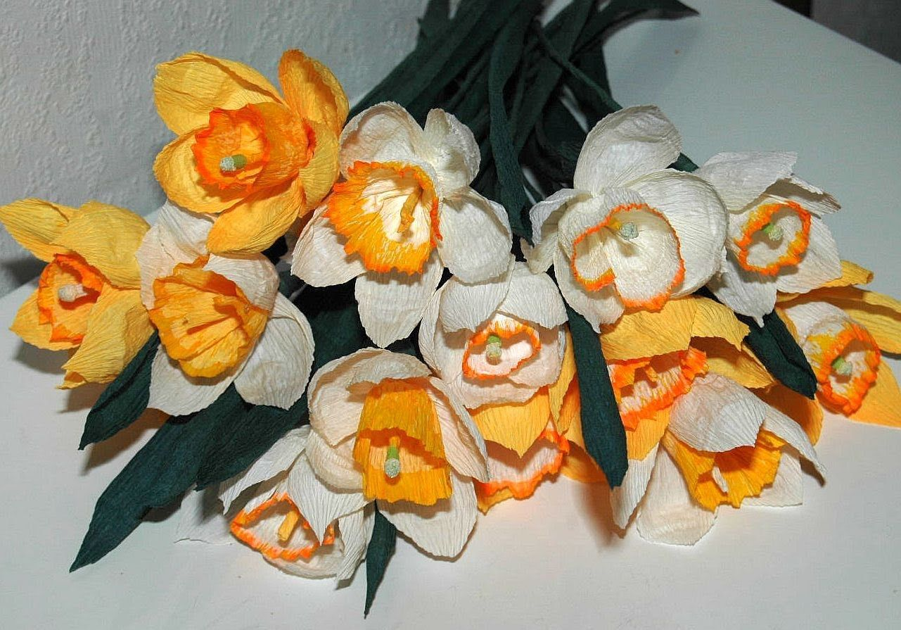 diy anleitung f r narzissen aus krepppapier einfach und sch n papierblumen. Black Bedroom Furniture Sets. Home Design Ideas