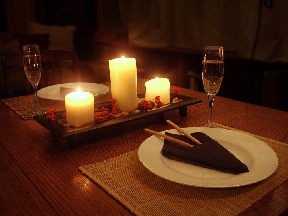 существует картинки с свечами сердечками ужин для двоих если порыться