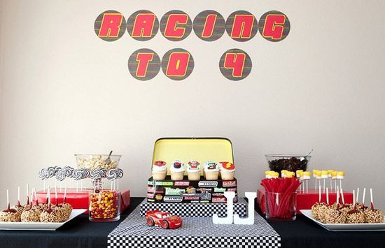 anniversaire cars d co de f te pinterest anniversaires film cars et deco de fete. Black Bedroom Furniture Sets. Home Design Ideas